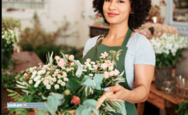 Praca przy pakowaniu kwiatow doniczkowyc